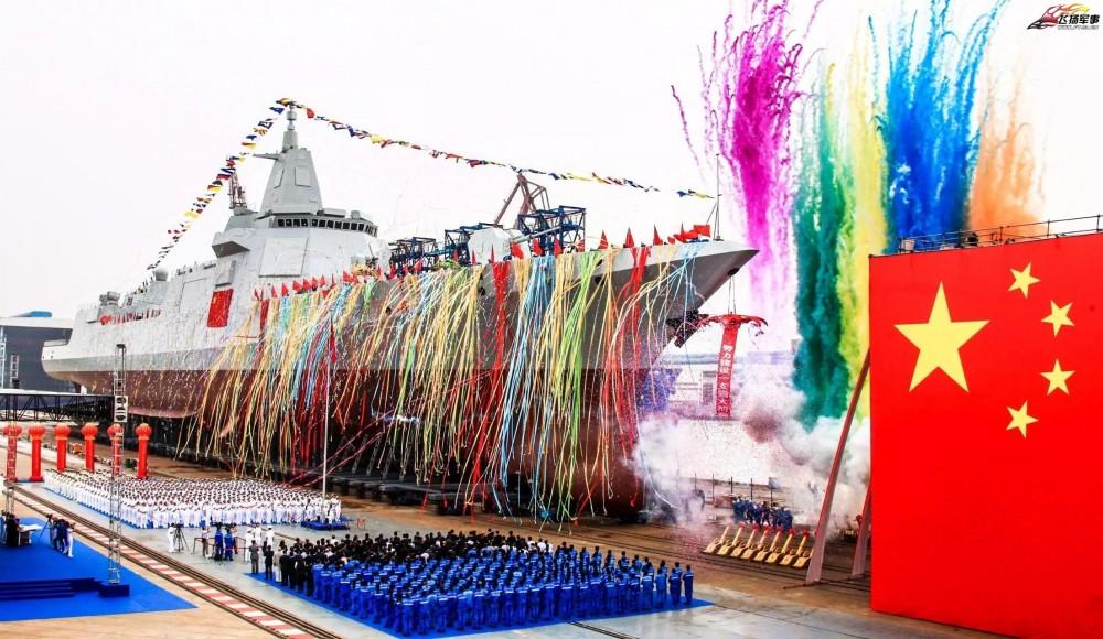 Спущен на воду первый китайский большой эскадренный миноносец проекта 055