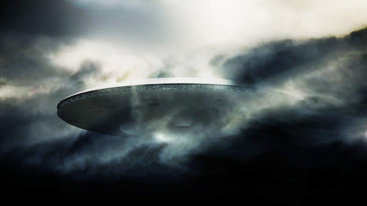 """Камеры МКС зафиксировали приближающийся """"корабль пришельцев"""""""