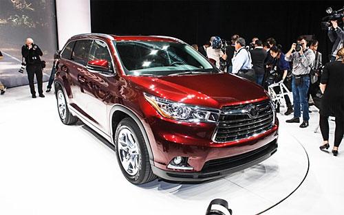 Toyota представила гибридный кроссовер Highlander
