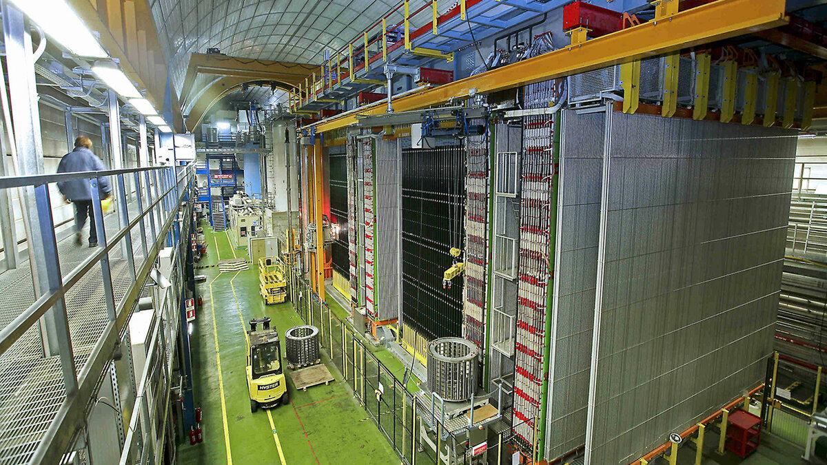 Детектор нейтрино OPERA