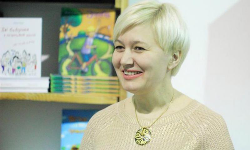 Украинская писательница Лариса Ницой вызвала полицию в кафе, где ее не захотели обслужить на украинском языке и послали