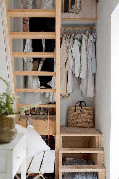 гардероб в лестничном пролете