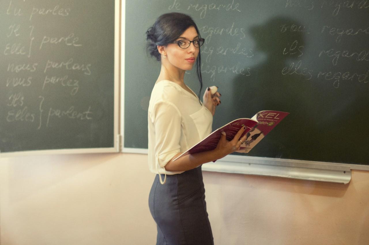 Студентка дала учителю, Студентка дала бывшему учителю смотреть порно 5 фотография