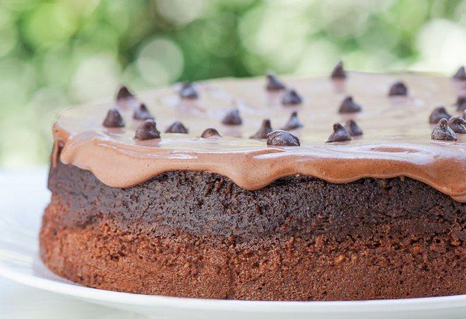 Шоколадно-ореховый торт без муки с ганашем