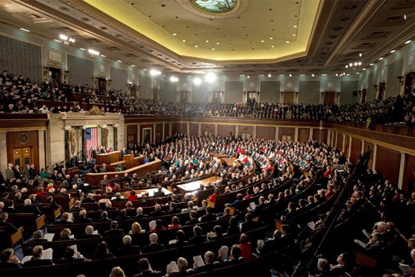 """Конгресс США """"слился в экста…"""