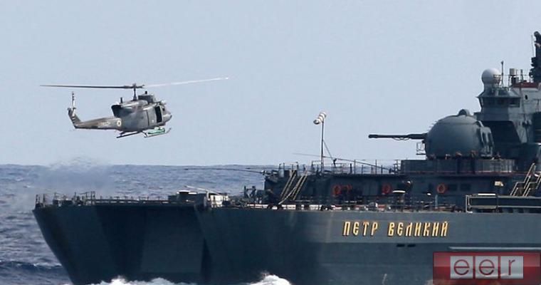 """""""Пётр Великий"""" отогнал эсминец НАТО"""