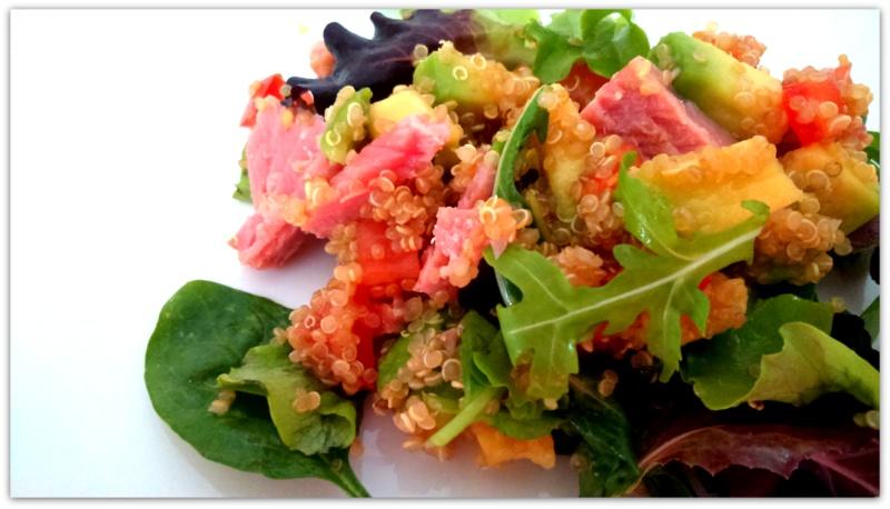 очень вкусный салат из киноа кинва авокадо и тунца