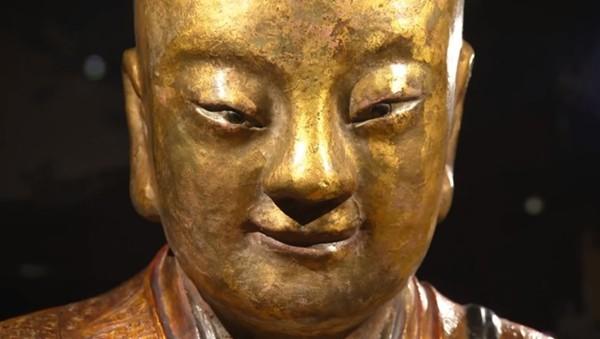 Древняя статуя Будды скрывал…