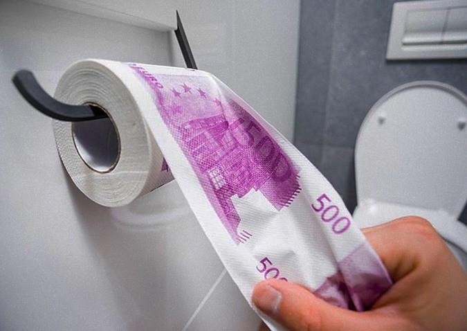 Грязные деньги: туалеты трех ресторанов иодного банка Женевы засорились купюрами по500 евро