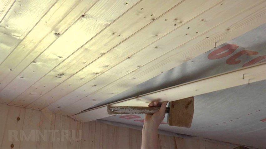 Обшивка потолка в бане
