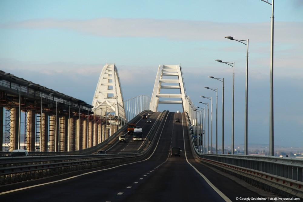 По Крымскому мосту проехал тестовый поезд