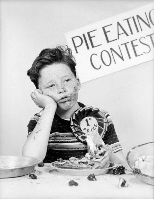 Призёр конкурса по скоростному поеданию пирогов. США, 1950 год. история, люди, мир, фото