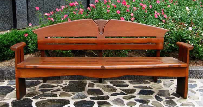 Деревянные скамейки - лучшие идеи для обустройства приусадебного участка