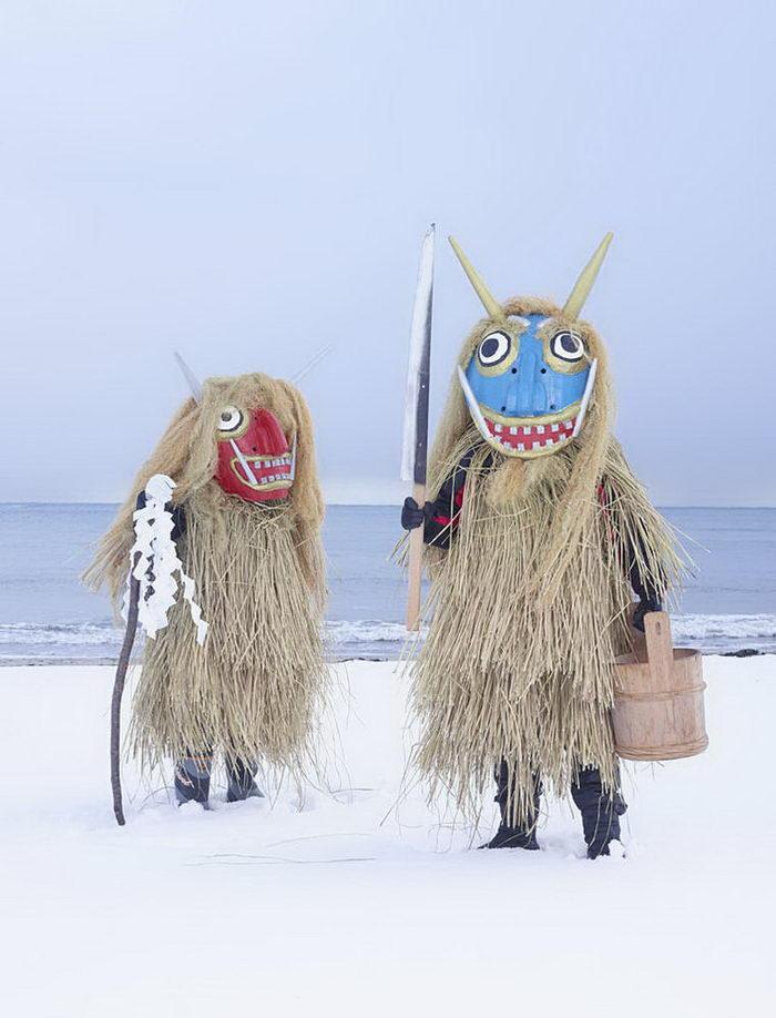 Ритуальные костюмы монстров Японии: фото Charles Freger