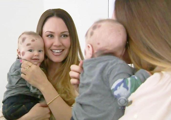 Женщина так сильно стеснялась своего новорожденного сына, что не выходила с ним из дома