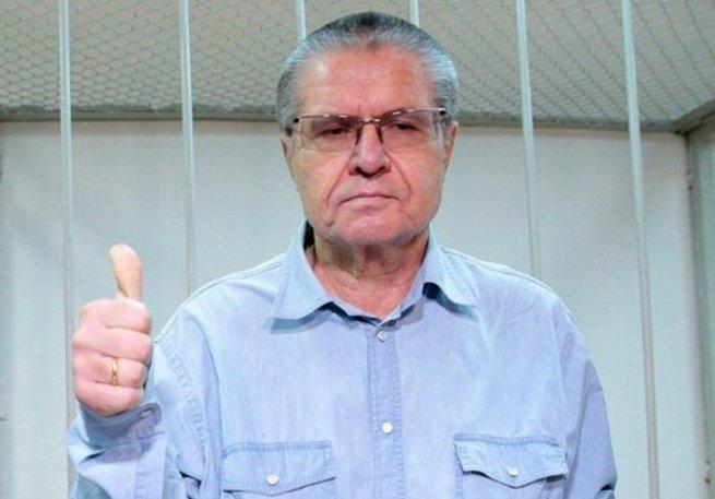 Первый пошел! Улюкаеву дали восемь лет строгача и выписали $2 млн штрафа.