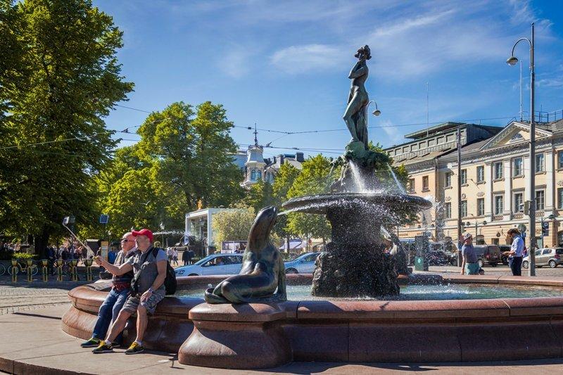Обнаженная первая леди Хельсинки (14 фото)