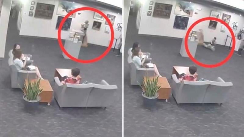 Американцам выставили счёт на $132 тысячи за разбитую сыном статую