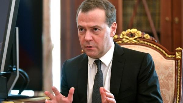 «Между строк - тайное послание»: Медведев готовится стать президентом