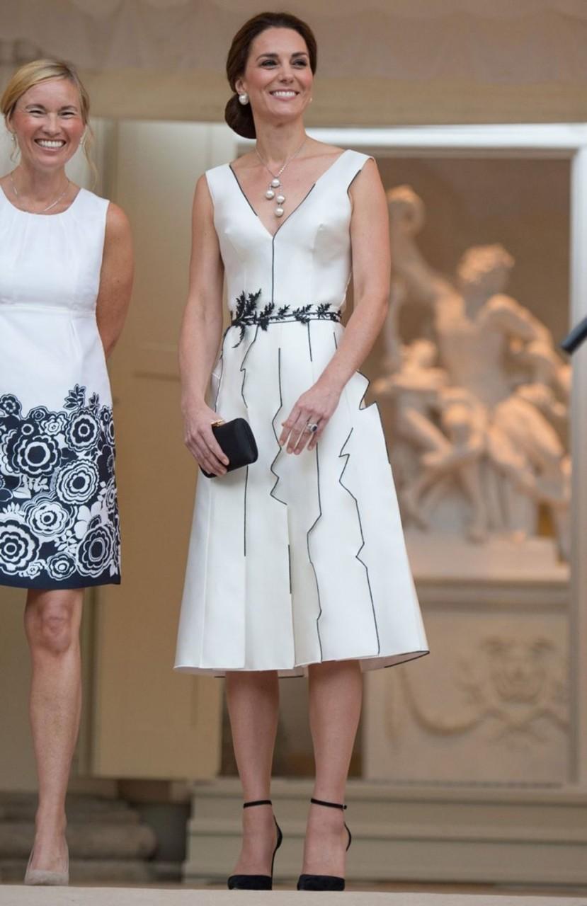 Образ дня — герцогиня Кембриджская Кэтрин в платье польского бренда