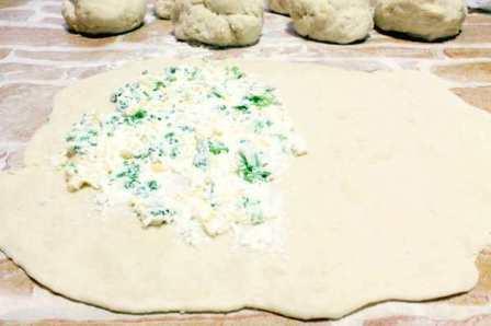 Кутабы с твердым сыром, творогом и зеленью