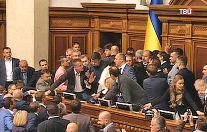 Из-за закона о реинтеграции Донбасса в Раде произошла потасовка