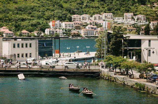 В Черногории полиция обнаружила 1,3 тонны марихуаны на берегу моря