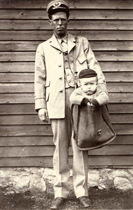 В Америке почтальоны доставляли детей, как посылки.