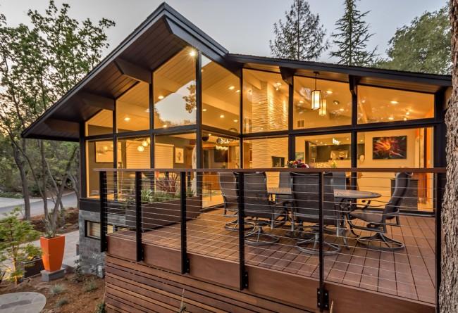 Прекрасный современный особняк с террасой