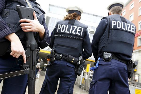 ВГамбурге мужчина напал сножом напосетителей супермаркета, есть погибший