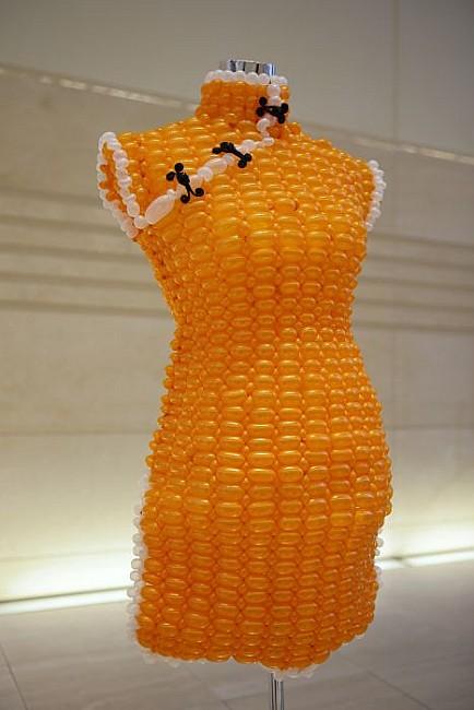 оранжевое платье, шарики , поделки из шариков