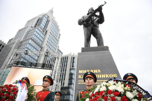 Макаревича «прорвало»: памятник Калашникову «бездарный и уродливый»…