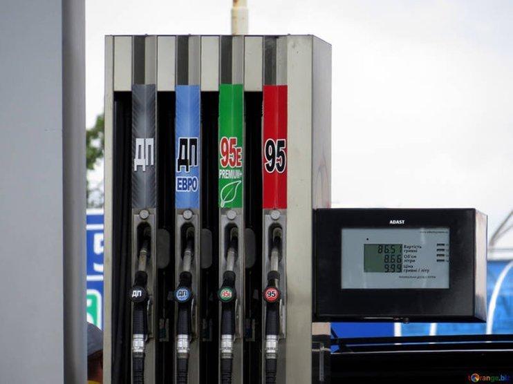 В Госдуму внесли законопроект о госрегулировании цен на топливо