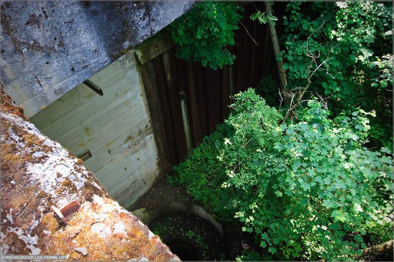 Внизу находилась труба, по которой вода поступала с верхнего бьфе вниз. война, гидротехнические сооружения., история, каналы, рки