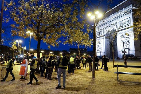 Почти 500 человек задержано в Париже в преддверии протестных акций
