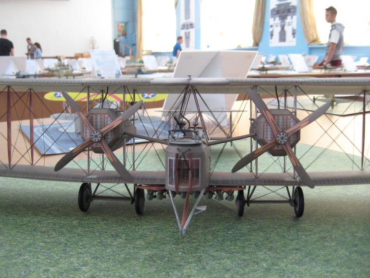 Рекорд на Гиннеса: Житель Кропивницкого более 30 лет создает уникальные модели боевой авиации