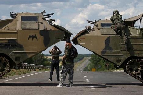 В Донецк вошла колонна бронетехники ополченцев