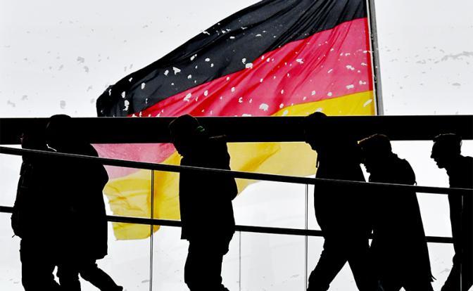 Немецкие хитрости: Засунуть руку в кипящее масло или полоснуть ножом по пальцам