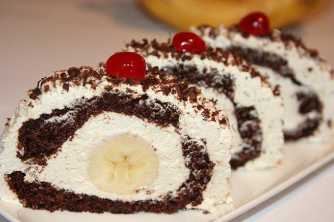 Сладкие шоколадные роллы с бананом — удивите своих близких необычным десертом!