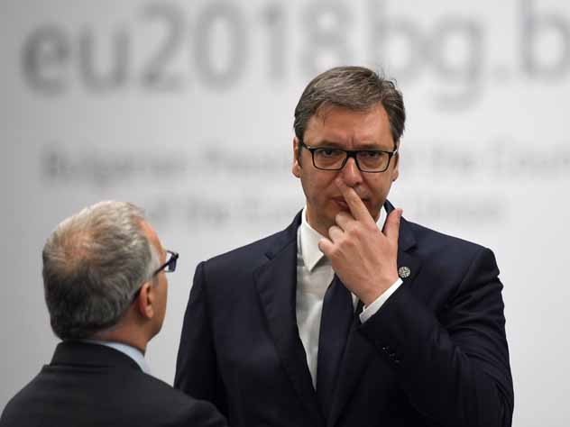 Президент Сербии сравнил признание Крыма с выстрелом в ногу