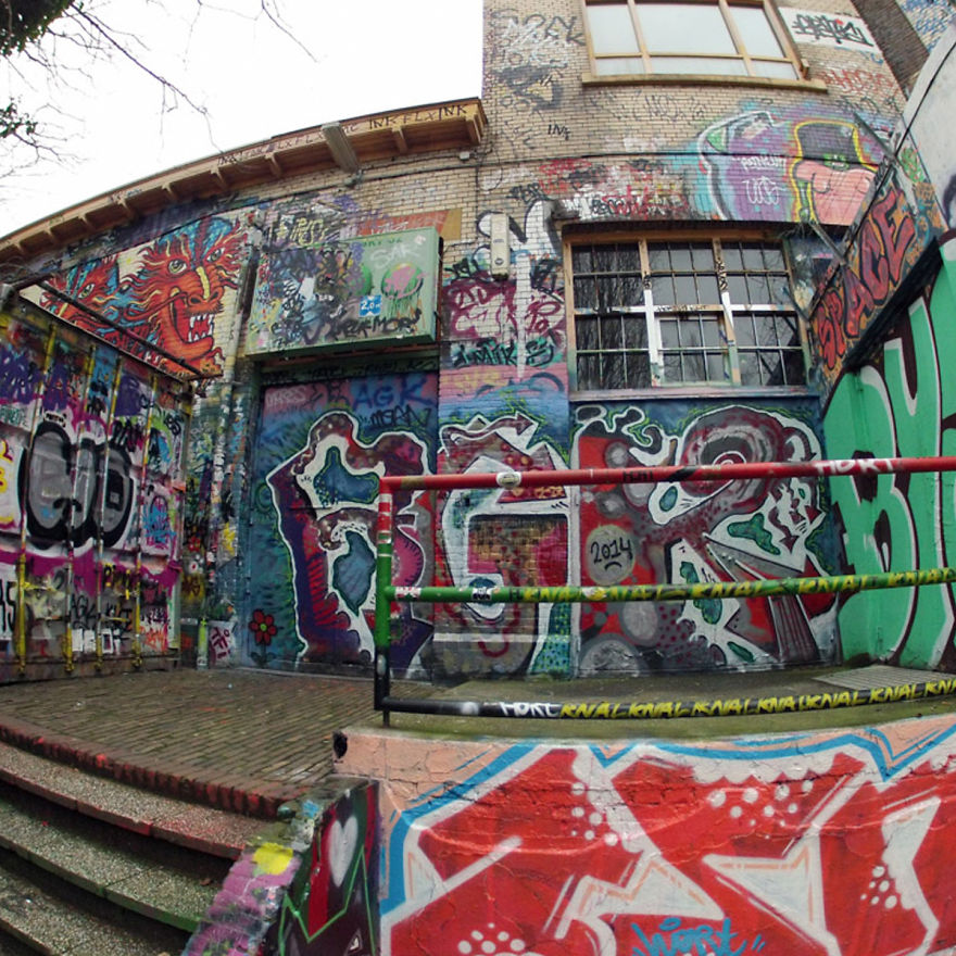 Someone Peeled Off 30 Years Of Graffiti, And Here's What They Found Underneath