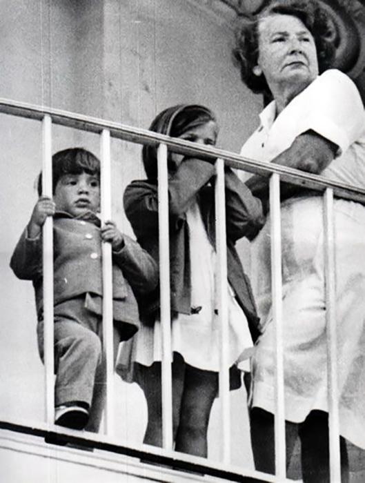 Мод Шоу с детьми Кеннеди.