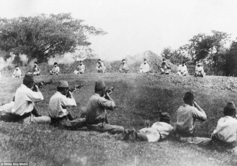 Шокирующие снимки времен Второй мировой: учебная стрельба японских солдат по пленным