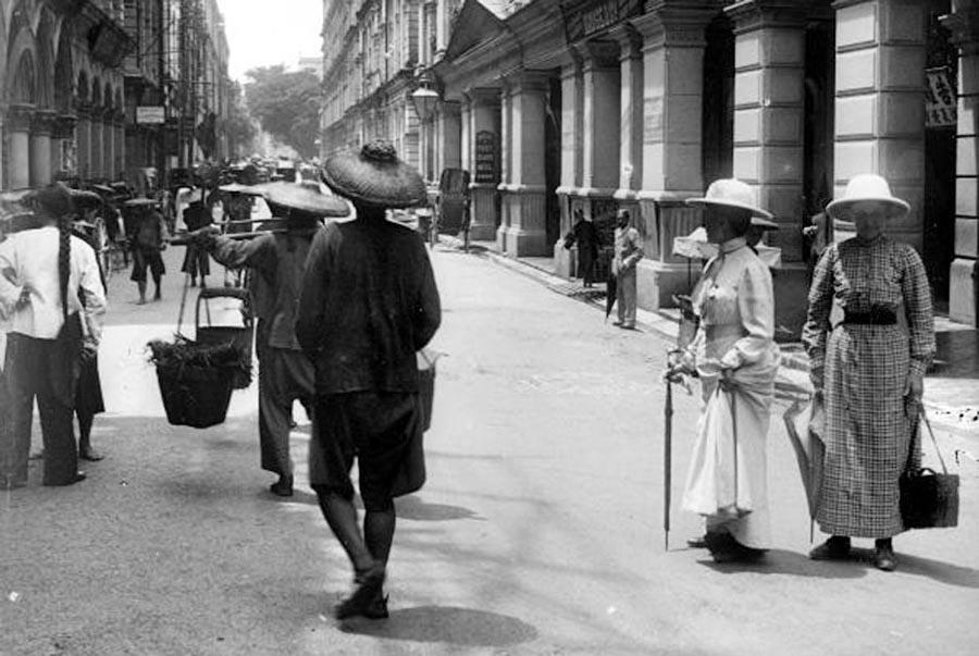 Туристы в Гонконге. Китай, 1895 год.