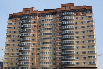 В Кузбассе трехлетний малыш выжил, упав с пятого этажа