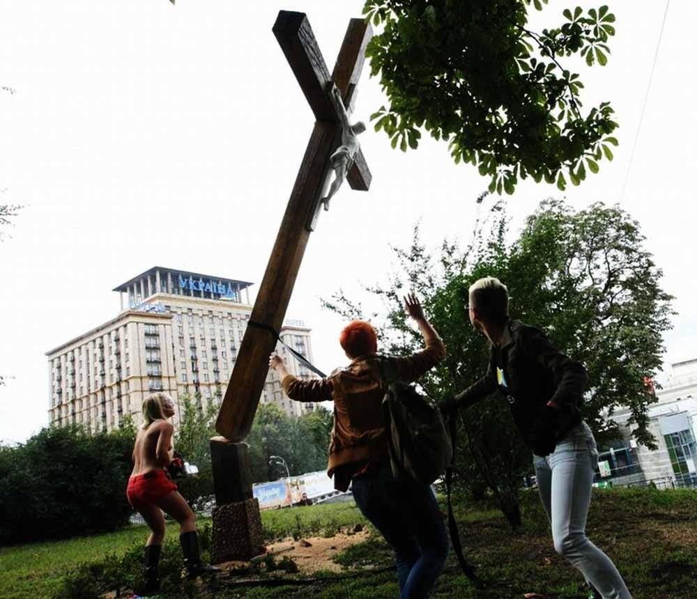 Это наказание за спиленный крест