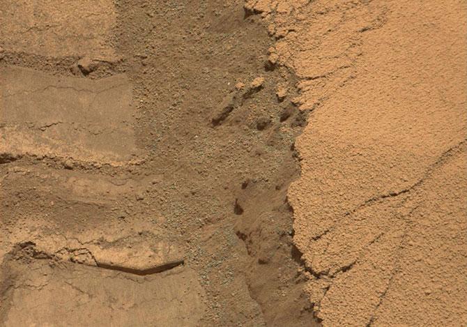 Curiosity приступил к анализу грунта Марса