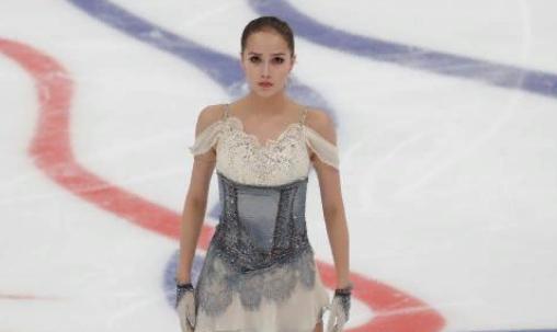 Загитова выиграла короткую программу на чемпионате России, Медведева провалилась