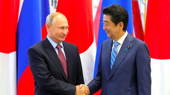 Синдзо Абэ: Япония будет и в дальнейшем претендовать на Курильские острова