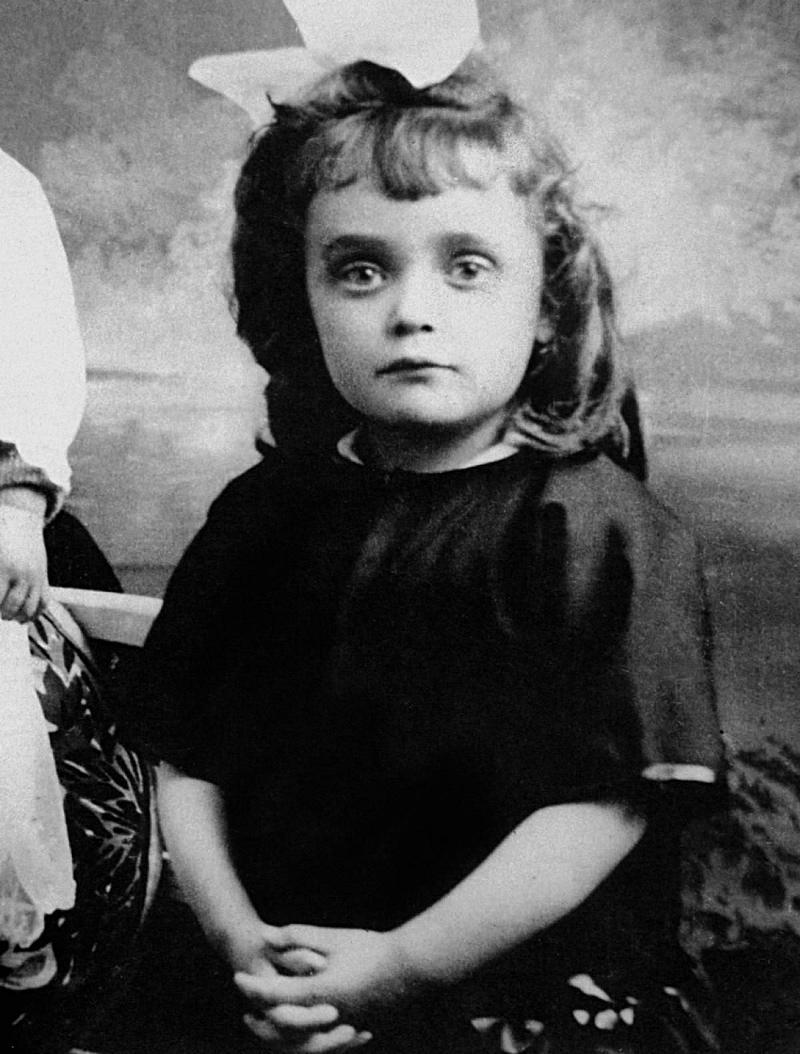 Родилась на улице, мать бросила, чуть не ослепла — тяжелый путь к мировой славе Эдит Пиаф